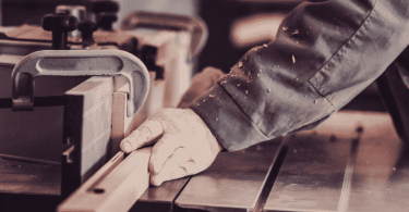 How does a wood jointer work?