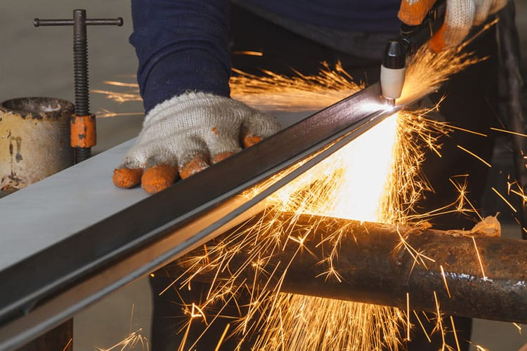 How to Use a Plasma Cutter for Precision Cuts in Metalworking