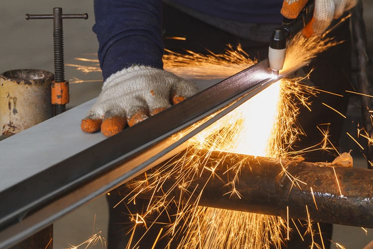 Plasma Cutter Gas Types with Their Benefits & Drawbacks