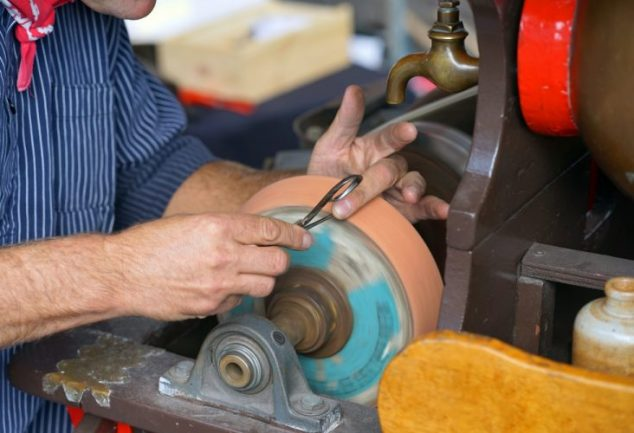 How to Sharpen Wood Lathe Tools- Simple & Easy Steps