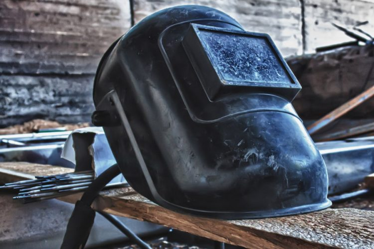 How Auto Darkening Welding Helmets Work | Pro-Backed Guide