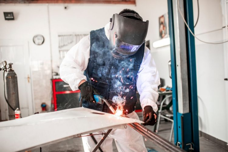 Adjusting Auto Darkening Welding Helmet: Pro Welders' Guide!