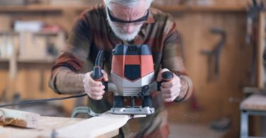 Expert's Advice to a Novice – What Type of Wood Router to Buy?