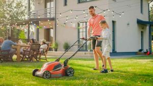 how to use a manual lawn mower