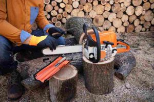 to Sharpen a Chainsaw Using a File