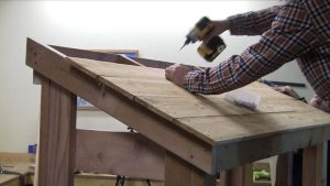 Install 4 segments of 2X4-foot board between the front and rear beams