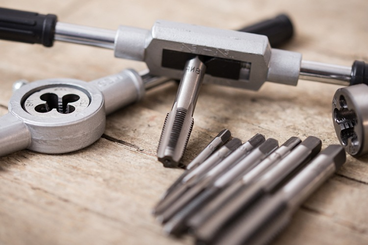 how to use tap and die set